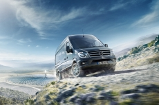 oort-mb-sprinter-cgi-gemasolar-driving